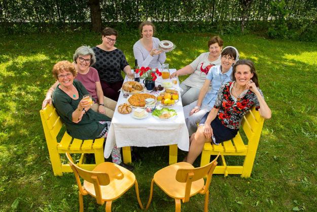 Kommt, alles ist bereit – Dieses Wort aus dem Lukasevangelium wird hier von den Frauen als Einladung zu einem Mahl verstanden. Foto: WGT e.V. | Heine