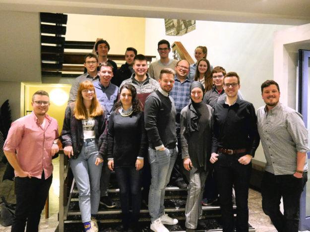 Teilnehmerinnen und Teilnehmer der Juso-Unterbezirkskonferenz 2019 in Borken (Hessen). Foto: nh
