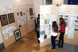 Die Ausstellung »Heimatgrüße aus dem Kreis Homberg« ist vom 5. bis 27. Februar in der Aula während der Schulzeiten zu sehen. Foto: nh