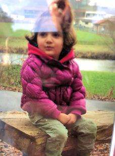 Die 5-jährige Kaweyar wird seit gestern in Guxhagen vermisst. Die Suche blieb bisher ohne Erfolg. Foto: privat