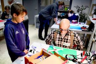 Das erste Repair-Café im WERKRAUM war für Jung und Alt die große Hoffnung zur Rettung vergänglicher Gegenstände. Foto: ptr