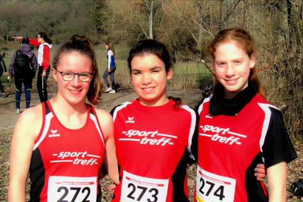 Lynn Olson, Maya Knaust und die 13-jährige Pia Gille holten sich die Landesmeisterschaft im Crosslauf der WU20 in Gudensberg. Foto: nh