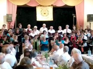 Gemeinsamer Auftritt von Cantare musica und den Knurrhähnen aus Unshausen beim Sängerfest in Frielendorf. Foto: nh