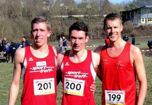 Zum dirtten Mal in Folge sicherten sich Lorenz Funck, Moritz Knaust und Dennis Keitel die Nordhessenmeisterschaft im Crosslauf auf der Mittelstrecke. Foto: nh
