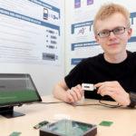 Sicherheit zum Mitnehmen – CrypStick-Erfinder Aaron Schlitt. Foto: SMA