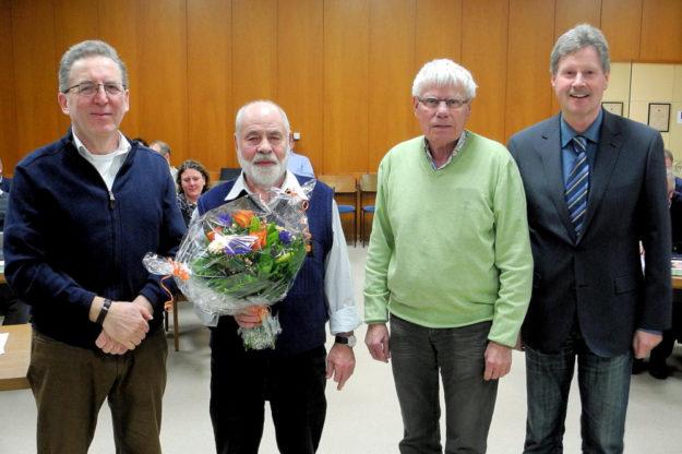 Stadtverordnetenvorsteher Willi Berg, Herbert Specht, Erster Stadtrat Gerd Höfer und Bürgermeister Klemens Olbrich (v.li.). Foto: nh