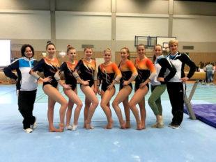 Die Mannschaft der KTG Hannover mit ihren Betreuerinnen. Foto: Ruby van Dijk