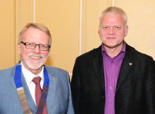 Lions-Präsident Wilfried Marställer mit Neuzugang Dr. Karsten Heyner (v.li.). Foto: Reinhold Hocke
