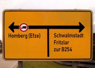Ein solches Schild sollte nach Ansicht der FWG vor der Einmündung in die Kasseler Straße aufgestellt werden. Montage: Utpatel