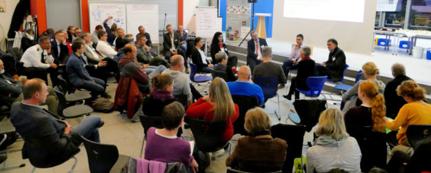 """Alle über """"Demokratie leben!"""" geförderten Projekte haben sich bei der Demokratiekonferenz des Schwalm-Eder-Kreises im November an der Reichspräsident Friedrich Ebert Schule in Homberg vorgestellt. Foto: nh"""