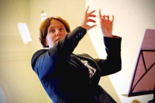 Kantorin Dorothea Grebe dirigierte das Konzert, in dem sie auch eigene Kompositionen vorstellte. Foto: Hephata