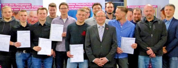 Die neuen Anlagenmechaniker wurden in der Kreishandwerkerschaft in Homberg freigesprochen. Foto: Kreishandwerkerschaft Schwalm-Eder.