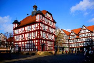 Das historische Rathaus Melsungens gehört zu den prächtigsten Verwaltungsbauten seiner Art. Foto: Schmidtkunz
