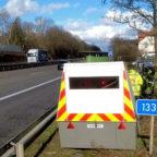 Der mobile Blitzer ermöglicht der nordhessischen Polizei einen personalschonenden Einsatz an den Bundesfernstraßen. Foto: Polizei