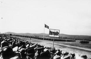 Der Beginn der Parade, die letztlich in den Zweiten Weltkrieg führte. Foto: Archiv Thomas Schattner