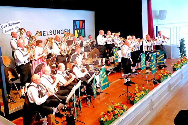 Die Egerländer- und Ellenberger Blasmusikanten blicken gemeinsam auf ein erfolgreiches Konzertjahr 2018 zurück. Jetzt darf sich das Publikum auf weitere Konzerte freuen. Foto: nh