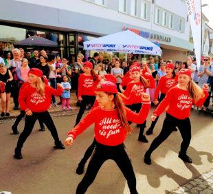 Ein Beispiel für »fit & aktiv« geben Cheerleader und Tanzcentrum Contrust. Archivfoto: Stadt Schwalmstadt