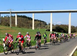 Tolle Resonanz im vergangenen Jahr im vergangenen Jahr: Fast 70 Radsportler aus ganz Nordhessen nahmen an dem Saisoneröffnungsevent in Melsungen teil, hier unterwegs bei Morschen. Foto: nh