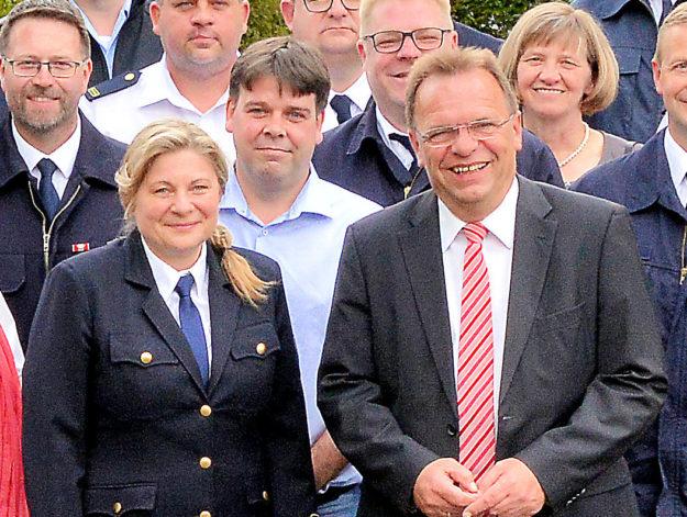 Landrat Winfried Becker führte KBI Tanja Dittmar in ihr Amt ein. Foto: nh