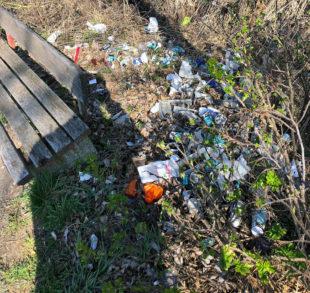 So etwas muss doch nicht sein. Unrat gehört in die Mülltonne und nicht in die Landschaft. Foto: nh