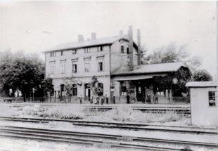 Der Homberger Bahnhof um 1900 von der Gleisseite. Archivbild: Dr. Klaus Lambrecht, Homberg