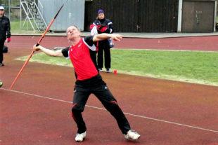 Bernd Gabel verbesserte sich im Speerwerfen als Sieger der M60 auf 28,32 m. Foto: nh