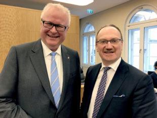 Finanzminister Dr. Thomas Schäfer (li.) und Wirtschaftsweiser Prof. Dr. Dr. h.c. Lars P. Feld. Foto: HMdF