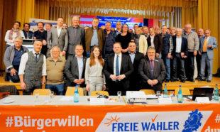 Gruppenbild zum Abschluss der Landesmitgliederversammlung, auf der Engin Eroglu (6.v.li.vo.) mit großer Mehrheit als Vorsitzender bestätigt wurde. Foto: nh