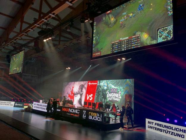 Kernstück für den E-Sport wird neben den echten Bundesliga-Profis die Hallenbühne sein. Foto: David Gans