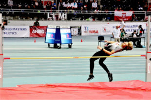 Jutta Pfannkuche bei ihrem Sprung über 1,34 m, der ihr den WM-Titel einbrachte. Foto: nh