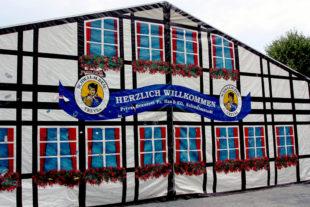 Das Frielendorfer Kirmeszelt zeigt seine freundlich einladende Fassade. Archivbild: © Rainer Sander