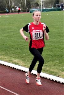 Ohne ein sichtbares Zeichen von Anstrengung spulte Maybritt Böttcher die 800 m mit neuer Bestzeit herunter. Foto: nh