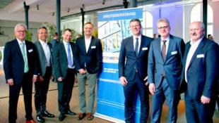 Geschäftsführer Jürgen Kümpel, Vorstandsvorsitzender Carsten Rahier, Dr. Hans-Friedrich Breithaupt, Hauke Schuler, Karsten Stückrath, Andreas Brand und Hartmut Brandau (v.li.). Foto: nh