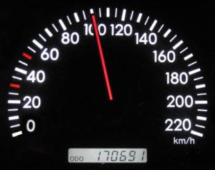 Aus Lärmschutzgründen war das Tempolimit eingeführt worden. Jetzt hat Hessen Mobil die Bahn wieder frei gemacht. Foto: nh