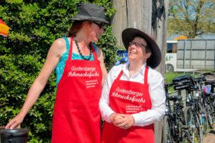 Ehrenamtlerinnen Regina Rohmann (li.) und Angelika Mazur freuen sich auf den 12. Mai. Foto: Karl-Heinz Mierke