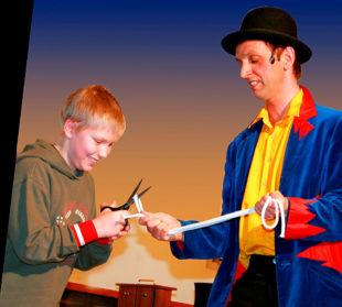 Andreas Pudelko alias Zauberer Zargo umgarnt das Publikum mit seiner Magie. Foto: nh