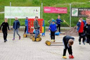 Ein guter Ausgleich in den Wettkampfpausen stellte das Angebot des kreiseigenen Spielepools dar. Foto: Brandt