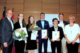 Die geehrten Preisträger in der Hessischen Staatskanzlei. Foto: nh