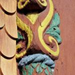 Kunstvoll geschnitzte Dekore wie die Doppelspirale machen manch Fachwerk einzigartig. Foto: nh