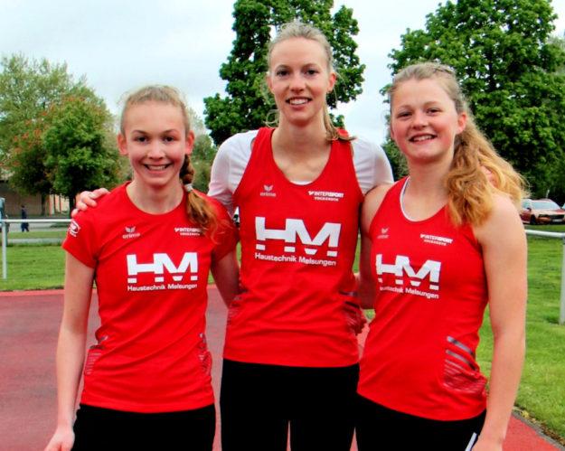 Drei 100m-Kreismeisterinnen der MT Melsungen- Ella Gleim (WU20), Katharina Wagner (Frauen) und Nele Schmoll (WU18). Foto: nh