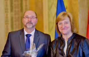 Jürgen Altenhof und Hessens Justizministerin Eva Kühne-Hörmann. Foto: nh
