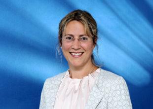 Elke Elsner von der IHK berät Unternehmen, die Waren nach den neuen Regeln verpacken müssen. Foto: IHK