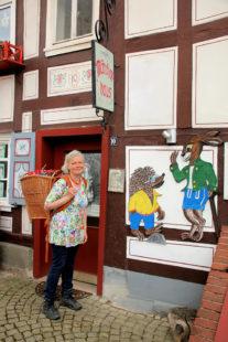 Erzählwanderin Gurdrun Rathke freut sich auf ihre Gäste. Foto: nh