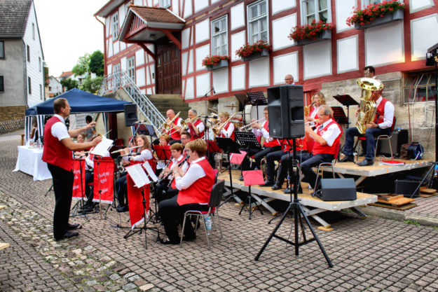 Der Musikzug des TSV Körle gibt am 18. Mai unter Leitung von Dominik Seegel das Gastkonzert auf dem Melsunger Marktplatz. Foto: nh