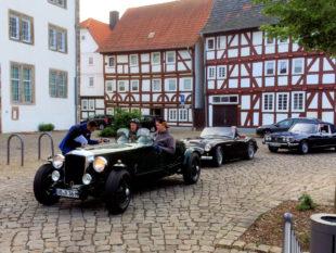 Vom Ziegenhainer Paradeplatz aus starten die Old- & Youngtimer zur Spritztour. Foto: AMSG