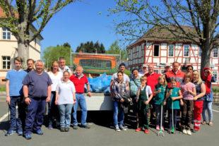 Orstvorsteher Karsten Schenk und der Ortsbeirat hoffen auf viele Freiwillige für die Aktion »Sauberes Ziegenhain«. Foto: nh