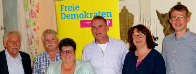 FDP-Vorstand im Amt bestätigt (v.li.): Uwe Ludwig, Arne Beneke, Ute Müller, Thomas Kellner, Heike Horchler und Julian Höhn; nicht im Bild: Erwin Döhne. Foto: nh
