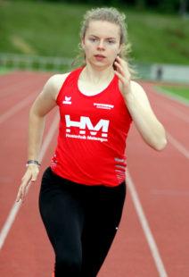 Vivian Groppe lief wieder über 300 Meter mit 42,29 Sekunden eine starke Zeit und holte sich den Sieg in der W15. Foto: nh