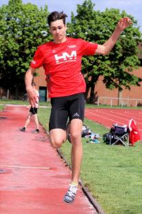 Yannick Schleider überraschte im Weitsprung mit seiner Steigerung auf 6,13 Meter. Foto: nh