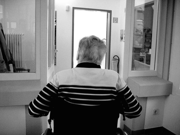 Wie lange wird man in den eigenen vier Wänden wohnen bleiben, wenn das Alter seinen Tribut zollt? Symbolfoto: Gerd Altmann | Pixabay